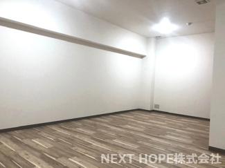 洋室17.5帖です♪広い室内です!!地階の為、窓はございません。