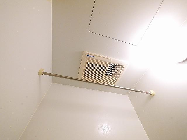 浴室乾燥機付きで快適に過ごせます
