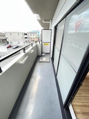 バルコニーからの眺望です♪3階にあるので人目が気にならないのが嬉しいですよね☆