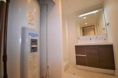 脱衣所です。洗濯機置き場もあります。