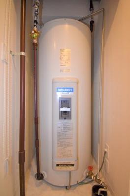 電気給湯器です。