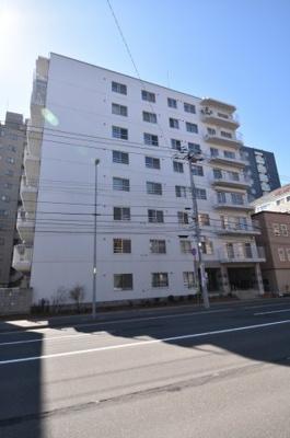 鉄筋コンクリート造の3階部分に所在しています。
