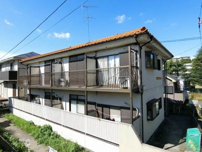 「鶴川」駅にアクセス可能な最寄りバス停徒歩2分!便利な立地の2階建てアパート!雨の日の通勤やお出かけもバス利用でスムーズです♪