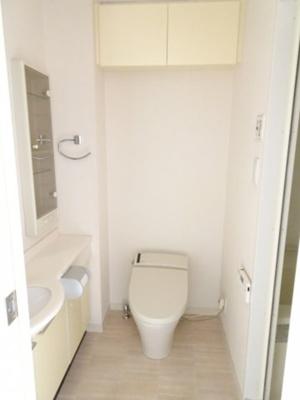 エルフラット鶯谷 やっぱり嬉しいバストイレ別。トイレは快適な温水洗浄機付きです。