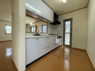 突然の来客にも対応できるキッチンスペースが目につきずらい間取りとなっております。
