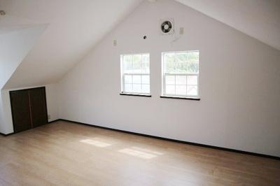全居室収納付きの明るい住まいです。