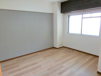 【現地写真】 自由度の高い家具の配置が叶うシンプルな空間です。
