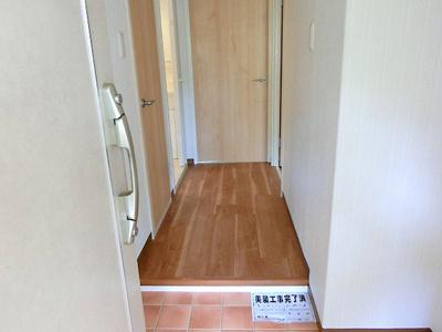 【現地写真】 玄関を開ければ、ピカピカの玄関がお出迎え♪