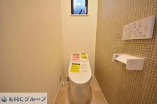 大切なトイレの便器はもちろん、窓や手洗いなど細かい部分までいくつかのご選択肢よりカスタマイズ可能です。自分好みにカスタマイズ可能です。