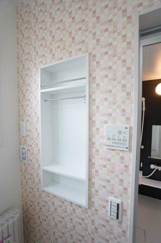 【同仕様施工例】洗面所が広いのでランドリーケースなどもゆったり置けます。