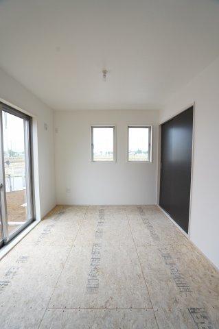 【同仕様施工例】リビング隣の和室なので広々使えます。