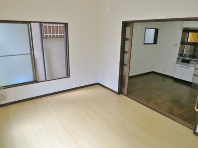 洋室とリビングの扉を開けて使うと約14帖の空間になります
