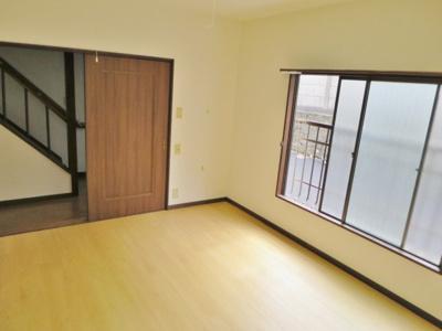 洋室から玄関方向