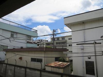 2階の窓から見た眺望です