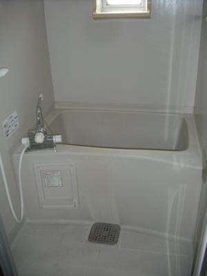 浴室に窓有ります!