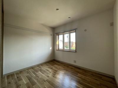 2階・南向き洋室4.5帖のお部屋です!子供部屋や書斎・寝室など多用途に使えそうなお部屋です♪