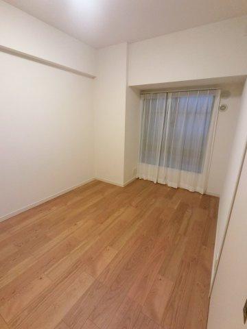 6.5帖の洋室です。 こちらは寝室にいかがでしょうか。