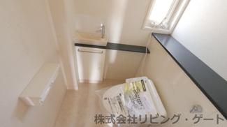 1階の温水洗浄便座付き・手洗い付きのトイレ