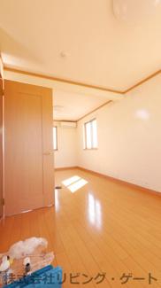 2階の12帖の洋室・2ドア1ルームの為、2部屋にもできます