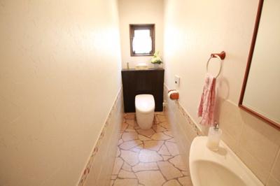 お掃除がしやすいタンクレストイレ(1階)