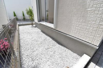 チェックポイント!陽当り良好なお庭スペース付きの物件は、都内では少ないのではないでしょうか。