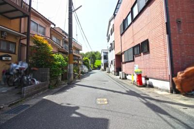 前道は両面2方道路で、明るく風通しのよい室内です。収益物件としてもお考え頂けます!
