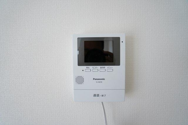 TVモニターホンがあり来客時に顔が確認できます。