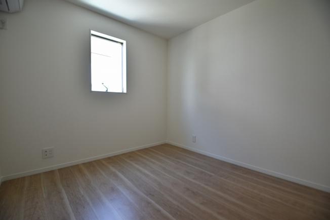 シンプルでモダンなデザインが特徴の居室内!