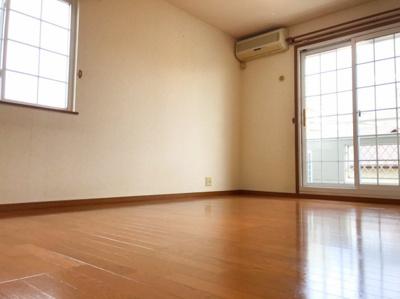 3階の東側の洋室です♪