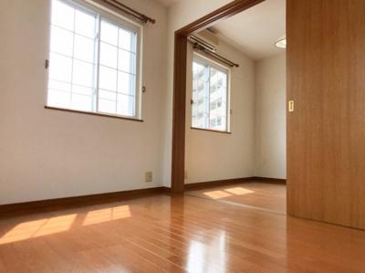 3階の南側の洋室は北側の洋室とも繋がっています♪