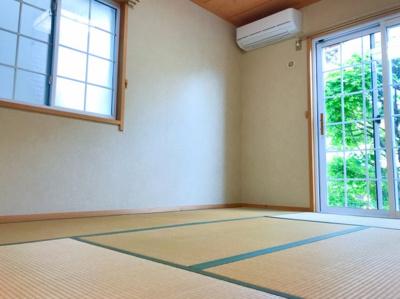 1階の和室です♪窓からのぞく植栽が目の保養になります♪