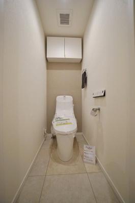 清潔感のあるお手洗いには温水洗浄便座付きです。