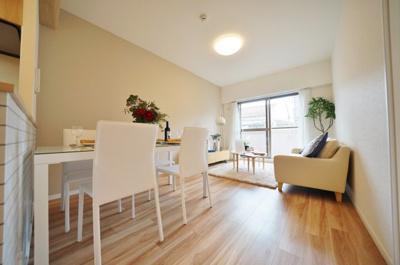 LDKはテーブルやソファーを置くゆとりがございます。