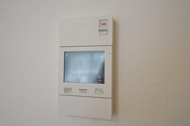 訪問者の顔を確認できるTVモニター付きインターホンも完備。