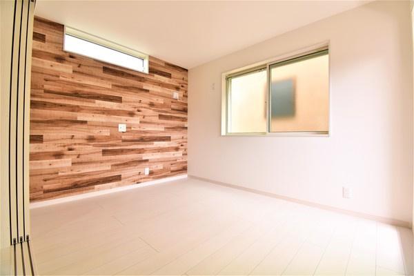 明るいリビングは、家族が集まる大事な空間 形もよく家具の配置にも困りません。