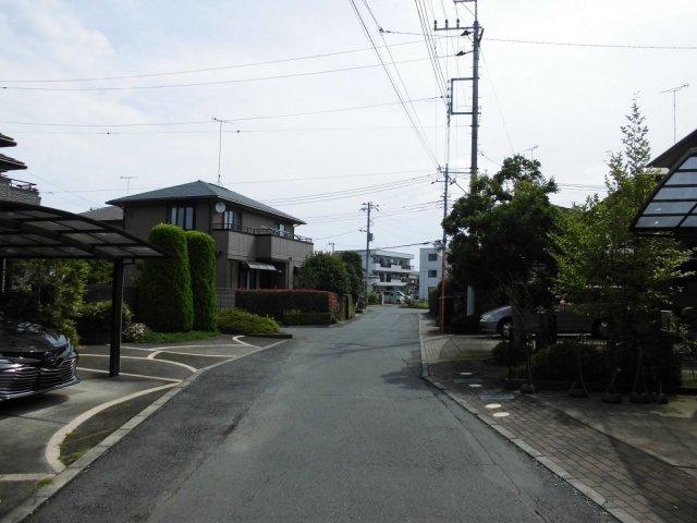 【前面道路含む現地写真】姫子2丁目中古一戸建