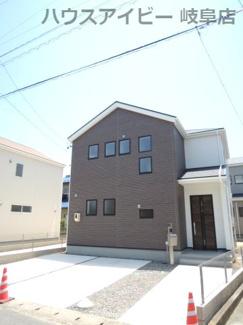 岐阜市柳津町蓮池 新築建売全3棟 可動棚付きパントリー収納があるお家 お車並列3台可能