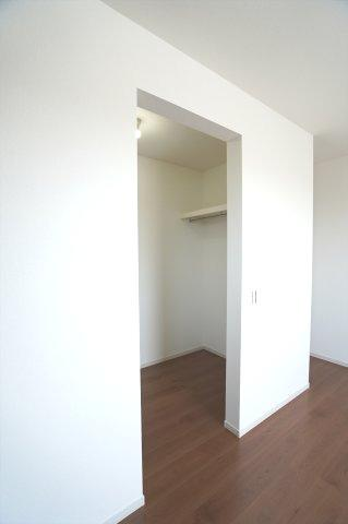 2階7.7帖 WICがあるのでお洋服もたくさん収納できます。