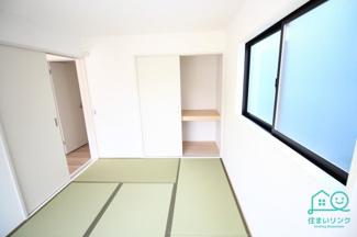 和室には押し入れ収納が付いています。