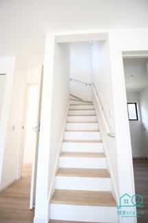 階段には手すりが標準装備されています。 リビングイン階段です。