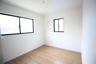 2階5.2帖の洋室