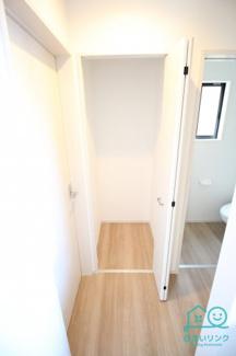 廊下の収納スペース。とても便利です。