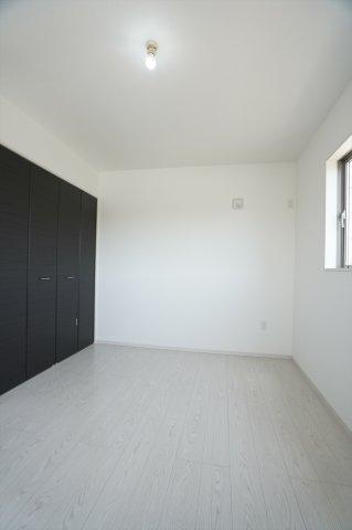 2階6.5帖 各居室シンプルな洋室で使いやすいです。家具のレイアウトも楽しみです。