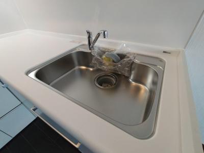 流し台は広く大きな鍋を洗ったりするのにも便利ですね♪