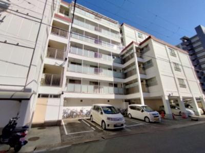 別角度の外観です。 7階建てのマンションです。