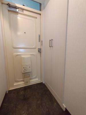 玄関にはドアポケットもあり、何かと便利ですよ♪