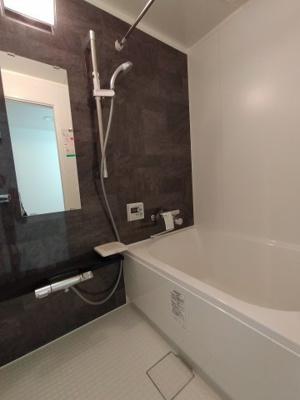 浴室もリフォーム済でピカピカです。 浴室乾燥機完備なので、梅雨や花粉の時期の洗濯も安心ですね♪