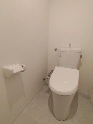 トイレも新調していますので、安心してお使いいただけますね♪ 嬉しい温水洗浄便座完備です♪
