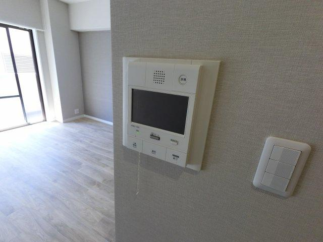 来客時に便利なTVモニター付インターホン。 女性やお子様のお留守番時にも安心です。