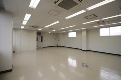 【内装】千葉県理容会館